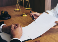 5 Reasons to hire a commercial lawyer for your small business