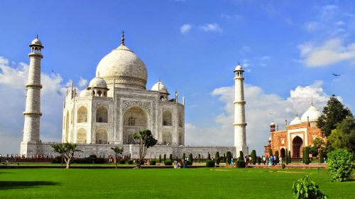 TOP 5 Reasons Why You Should Visit the Ever Alluring Agra!
